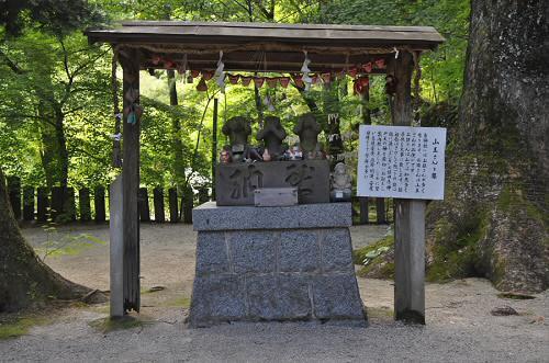 仁比山神社の三猿像