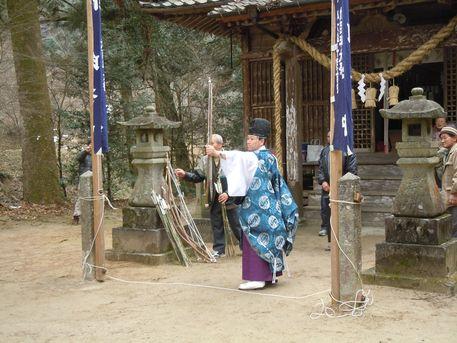 鹿路神社の百手祭