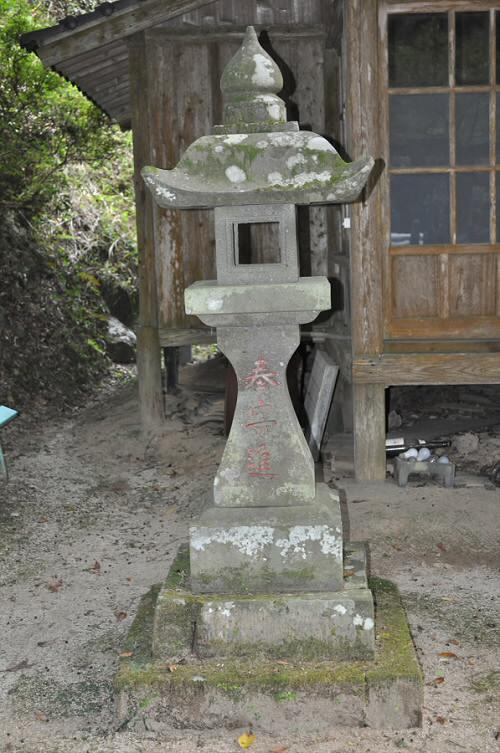 倉谷神社の石燈籠