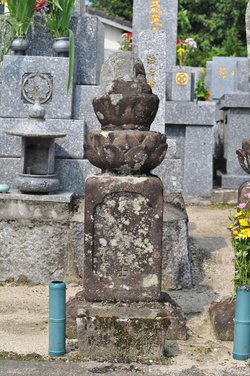 伏勝地蔵大士像塔(六地蔵)