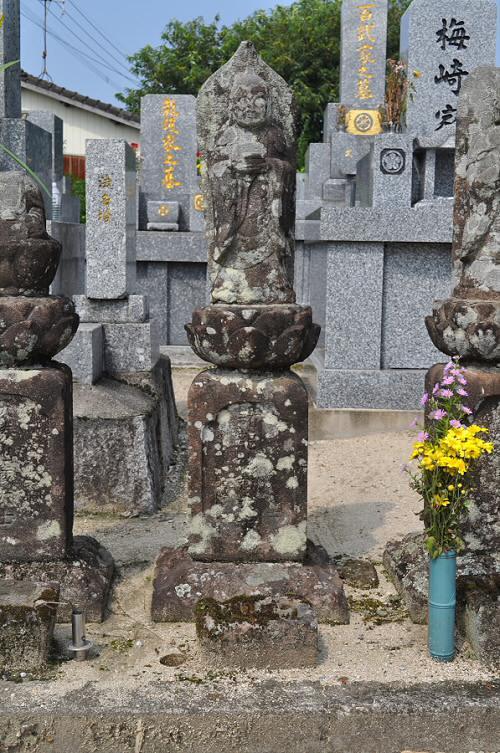 諸龍地蔵大士像塔(六地蔵)