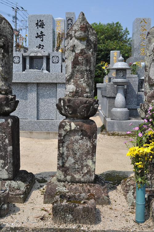 護讃地蔵大士像塔(六地蔵)