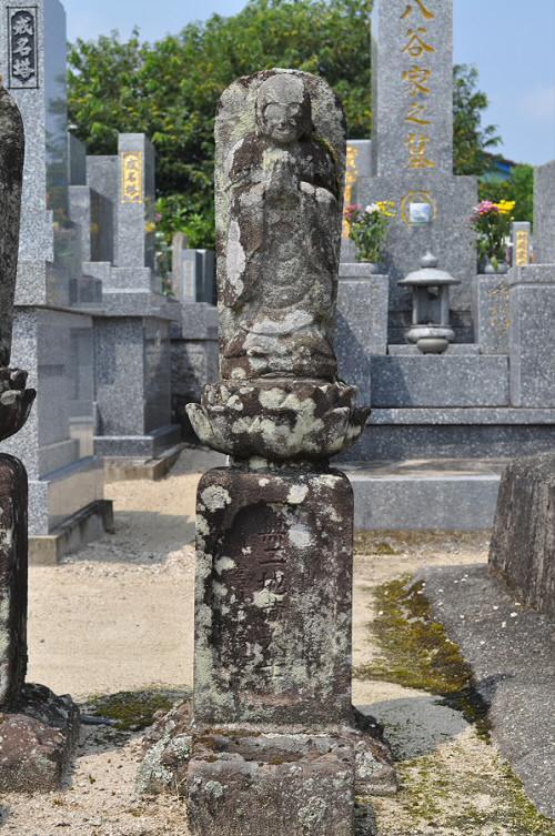 無二地蔵大士像塔(六地蔵)
