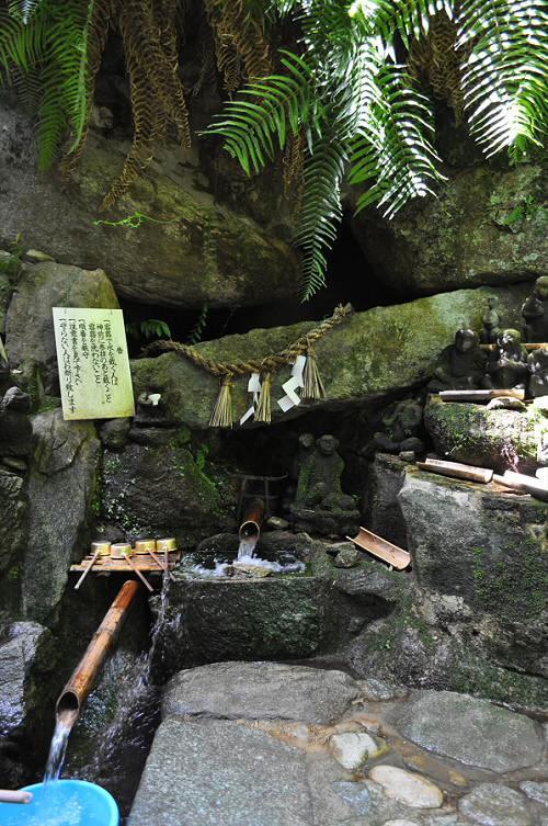 仁比山神社の湧水