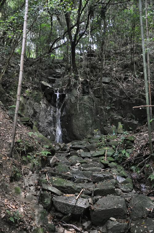 仁比山神社裏の滝