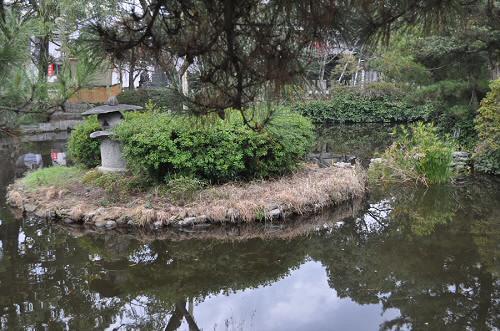 櫛田宮琴の池と中之島